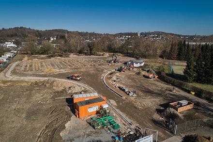 Die bauvorbereitenden Arbeiten sind abgeschlossen, der Hoch- und Tiefbau kann nun starten: Arbeiten für das neue BHKW am Schwarzen Weg.