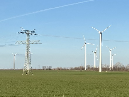 Die Brancheninitiative Windindustrie fordert für die Onshore-Windenergie mehr Flächen und den Abbau von Genehmigungshemmnissen.