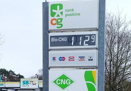 Bundesweit einheitliche Spritpreise bietet OrangeGas seit April 2021. Bio-CNG kostet derzeit in H-Gas-Qualität 112,9 ct/kg, in L-Gas-Qualität 99,9 ct/kg.