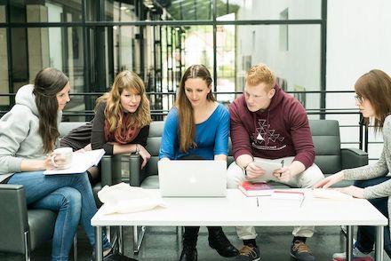 An der Hochschule Harz können Studierende den dualen Studiengang Verwaltungsdigitalisierung und -informatik absolvieren.