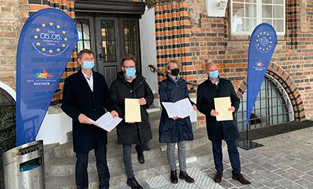 Unterzeichnung eines Zuwendungsvertrags zur Erschließung neuer Breitband-Infrastruktur für Rostock.