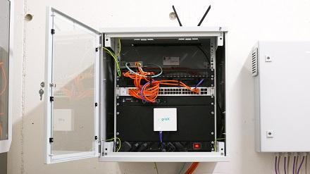 Mithilfe von KI-basierten Last-Management-Systemen kann bis zu 30 Prozent mehr Energie für das Laden von Elektrofahrzeugen zur Verfügung stehen.