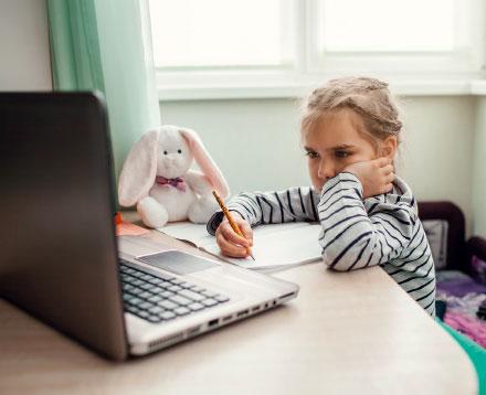 Vielen Schülern fällt das eigenständige Lernen daheim nicht leicht.