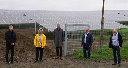 Präsentation der neuen Photovoltaik-Freiflächenanlage in der Gemeinde Seinsheim.