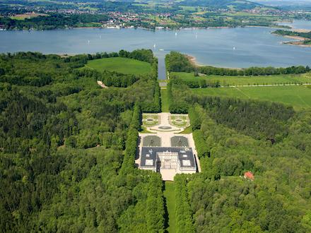 Glasfaser-Seekabel bringt BayernWLAN nach Herrenchiemsee.