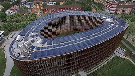 Als Nullenergiegebäude geplant und umgesetzt: Das neue Rathaus im Stühlinger in Freiburg.