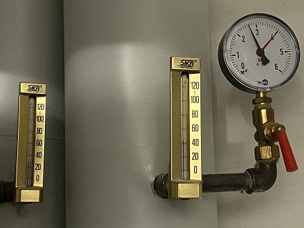 Wärmepumpen, hier Rück- und Vorlauf einer Geothermieanlage, sollen eine entscheidende Rolle bei der Wärmewende in NRW spielen.