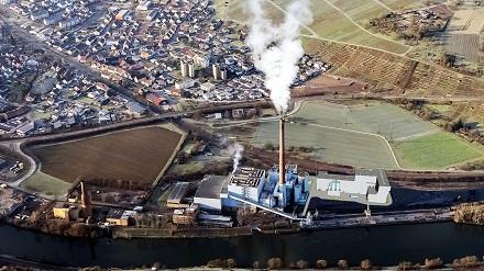Die EnBW will künftig kommunalen Klärschlamm in Walheim verwerten. Die Fotomontage zeigt eine Visualisierung der geplanten Anlage.