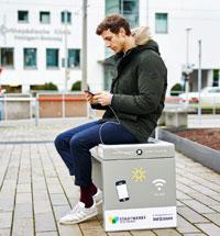 Smarte Solarsitzbänke tragen zur Klimabildung im öffentlichen Raum bei.