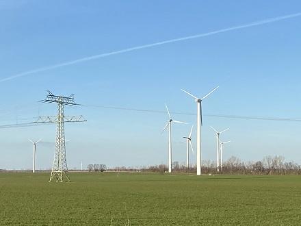 Mithilfe eines Mustervertrages will BBH durch kommunale Teilhabe die Akzeptanz von Windenergie an Land verbessern.