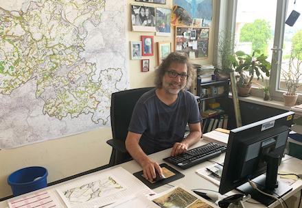 Ralf Löchel aus dem Bereich Landschaftsplanung, -entwicklung und -schutz der Kreisverwaltung Ennepe-Ruhr schätzt die Arbeit im Homeoffice.