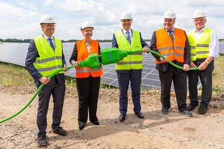 Symbolische Inbetriebnahme des Solarparks Zietlitz.