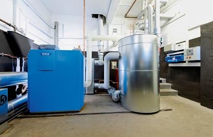 Luft-Wasser-Gas-Absorptions-Wärmepumpe von Buderus.
