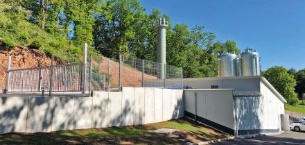 Heizzentrale der Bio-Solar-Nahwärmeversorgung Gimbweiler, errichtet und betrieben von der EDG Rheinhessen-Nahe.