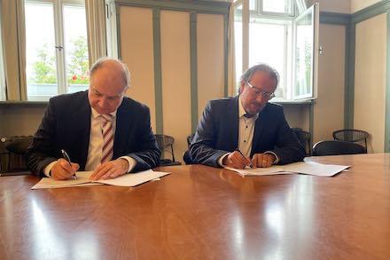 Unterzeichnung des Kooperationsvertrages zwischen der Stadt Altlandsberg und DNS:NET.