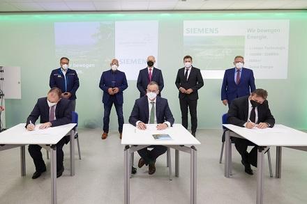 Unterzeichnung der Absichtserklärung für den 100-MW-Batteriespeicher.