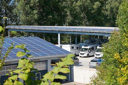 Photovoltaikanlagen bei einem Camping-Händler in Deißlingen bei Villingen-Schwenningen.