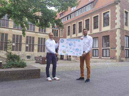 André Wolf, Leiter der Stabsstelle Smart City (l.), und Stadtbaurat Robin Denstorff freuen sich über den Förderzuschlag in Höhe von rund 9,5 Millionen Euro für Münster.
