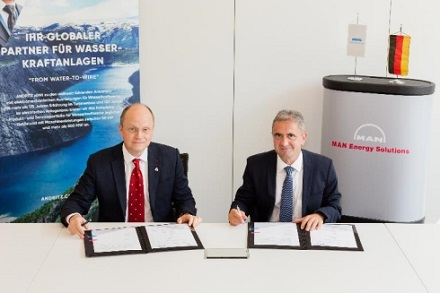 Frank Mette (l.), Geschäftsführer von ANDRITZ Hydro, und Uwe Lauber Vorstandsvorsitzender und Technologievorstand von MAN ES, unterzeichneten ein strategisches Rahmenabkommen.