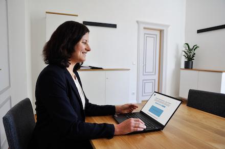 Astrid Kahle will Videokonferenzen dauerhaft bei der Gemeinde Weßling etablieren.
