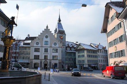 Digitale Verwaltung: Kanton Zug bietet Behörden-Dienstleistungen per Webapplikation und App.