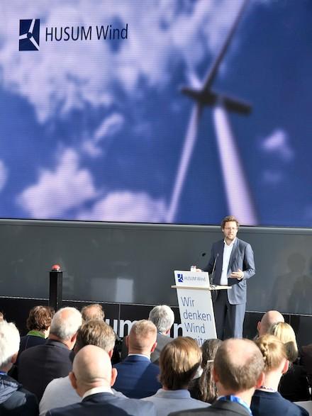 Schleswig-Holsteins Energiewendeminister Jan Philipp Albrecht eröffnet die HUSUM Wind.