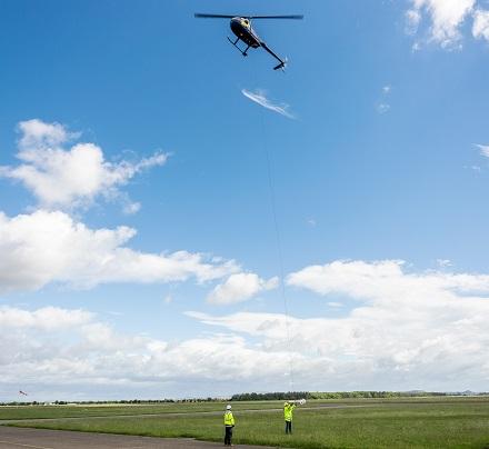 Helikopterbefliegung der Potenzialgebiete für Geothermie, die im Fachjargon Aero-Magnetik heißt.