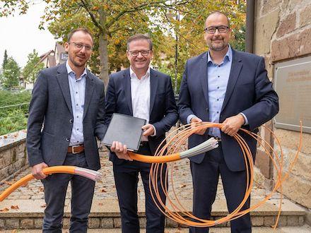 Besiegelung der Kooperation beim Galsfaserausbau zwischen den Stadtwerken Weinstadt und der Deutschen Telekom.