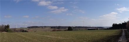 Visualisierung Windpark Hohenstadt Keltenschanze (Blick auf die geplanten Windenergieanlagen von Wiesensteiger Straße 40).